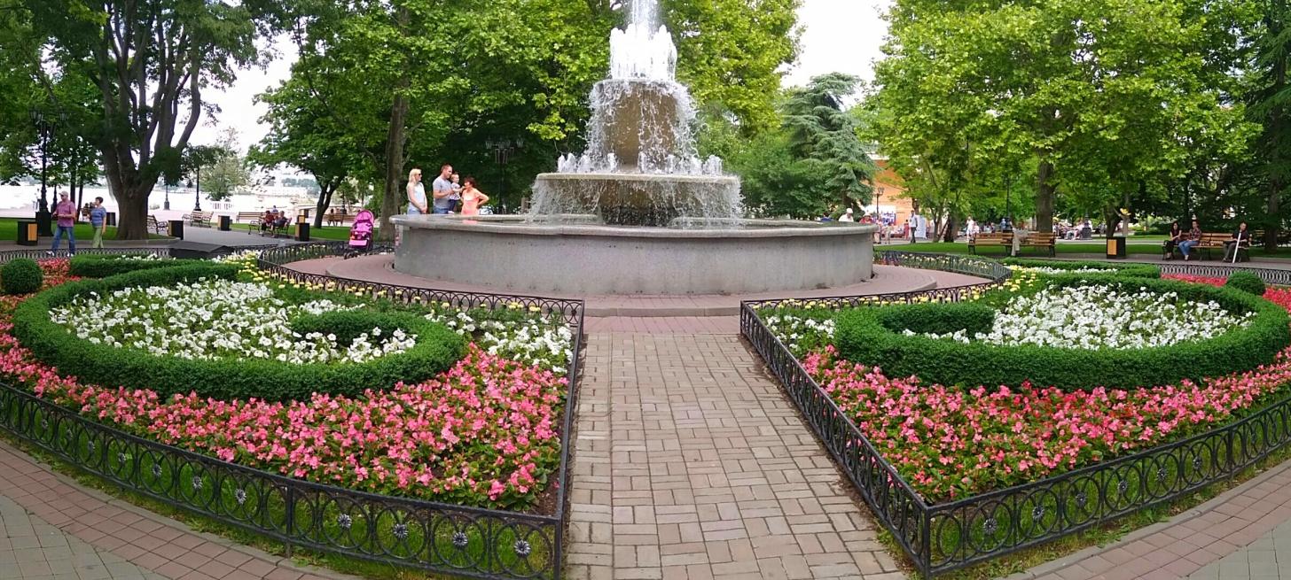 Цветник у большого фонтана